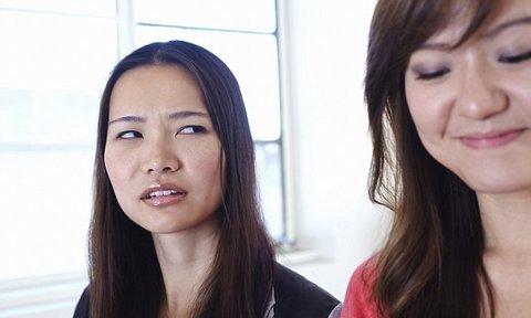 woman-jealousy-office