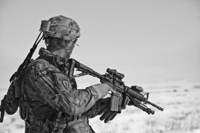2110202363-soldier-60707_1920-mZOr-1920x1280-MM-100.jpg